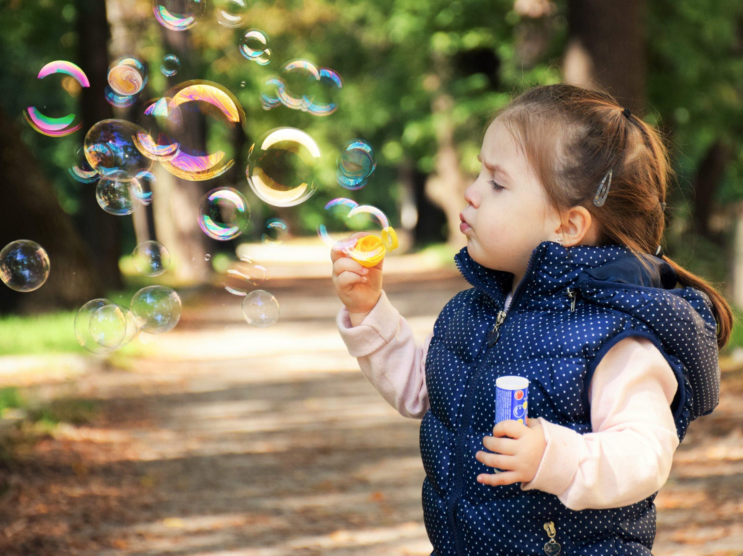 LE NOUVEAU DROIT DE L'ENTRETIEN DE L'ENFANT : GARDE ALTERNEE COMME OPTION, SANS POUR AUTANT ÊTRE LA RÈGLE – CRITÈRE DÉTERMINANT : L'INTÉRÊT DE L'ENFANT