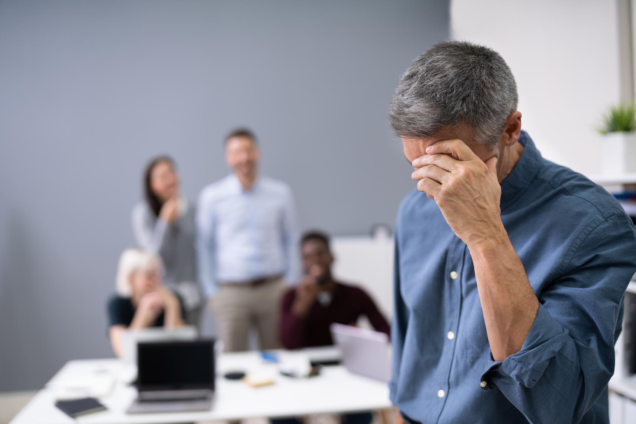 Comment prouver le mobbing ? Les collègues osent-ils témoigner en justice ? Où se situe la limite entre un conflit « ordinaire » sur le lieu de travail et un harcèlement psychologique au sens de la loi